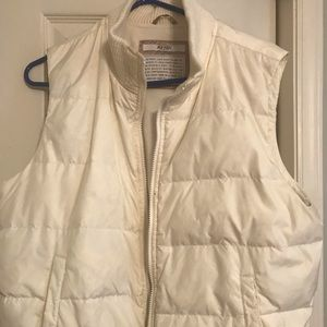 OLD NAVY XL OFF WHITE PUFFER VEST